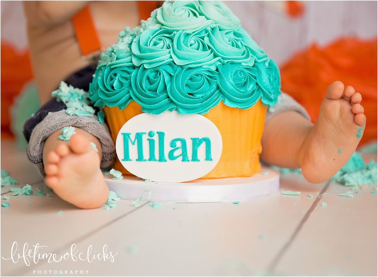 Custom turquoise cake for cake smash session by Lifetime of Clicks Photography