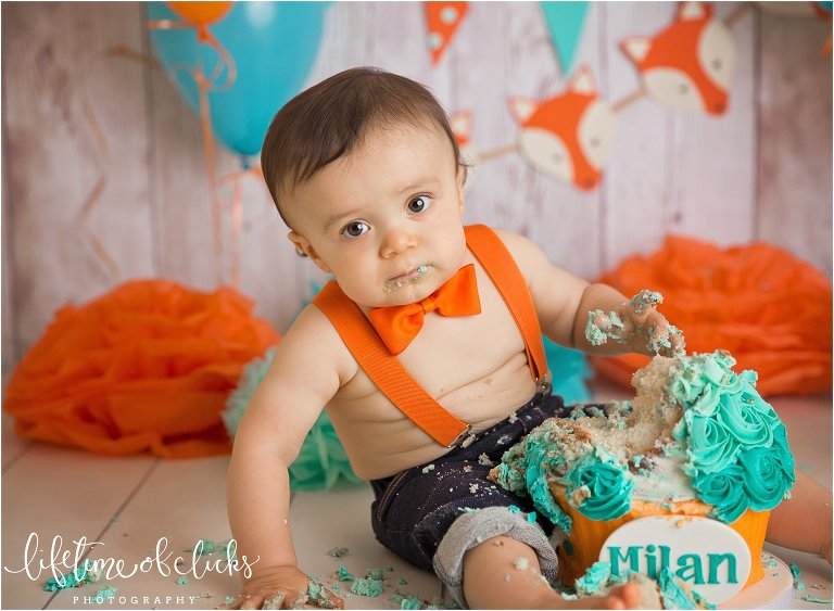 Pictures from cake smash session in Katy Texas by Lifetime of Clicks Photography