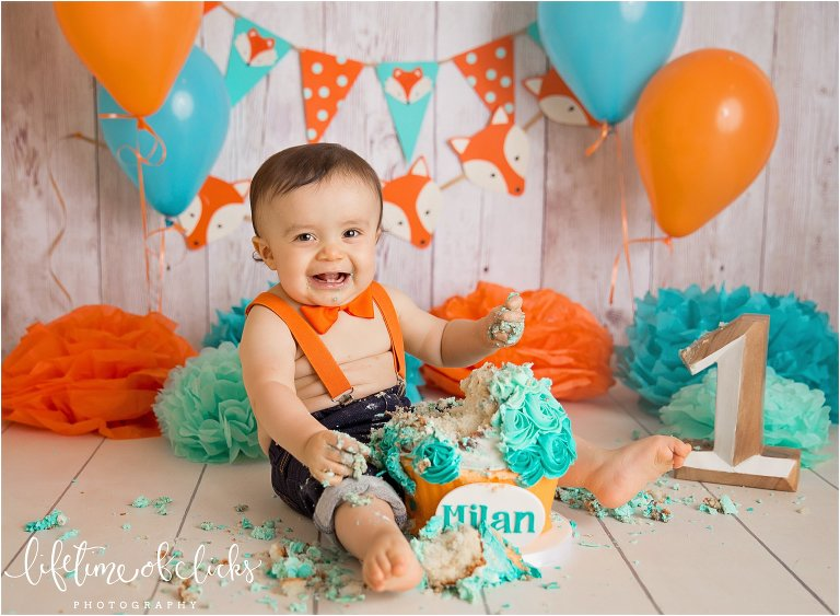 Best cake smash photographer in Houston by Lifetime of Clicks Photography