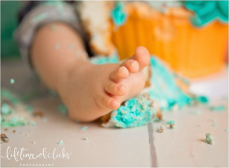 Clean toes after cake smash photos by Lifetime of Clicks Photography