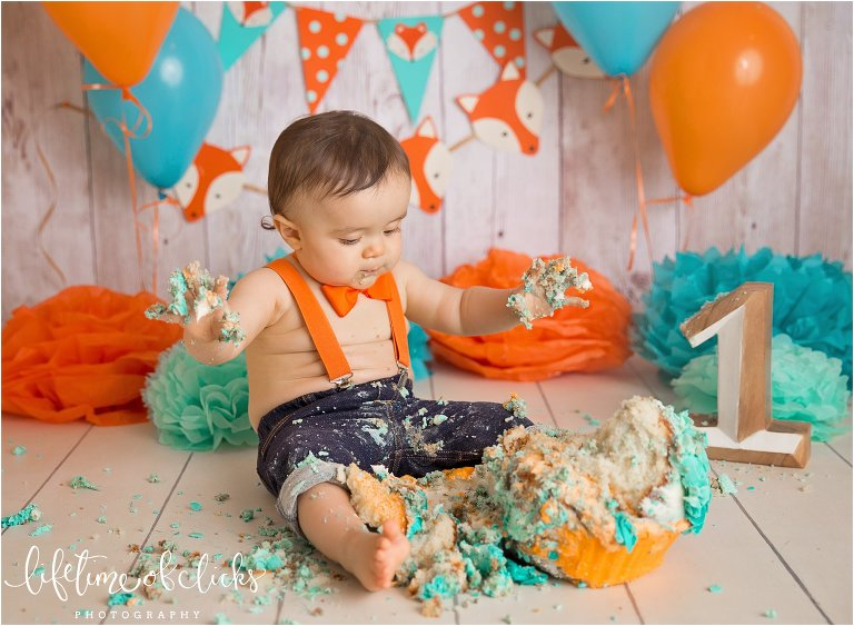 Fun cake smash session in Houston, Texas by Lifetime of Clicks Photography