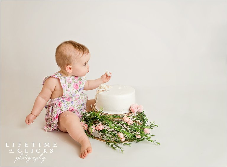 cake smash session by Lifetime of Clicks Photography
