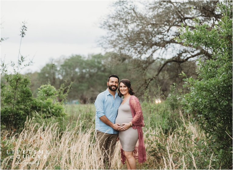 rustic setting for maternity photos